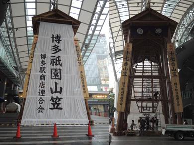 博多駅商店連合会 飾り山笠山小屋の設置